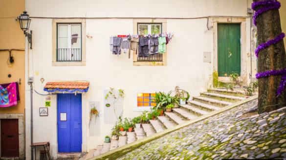 Lizbona pogoda sierpień w sierpniu sierpien temperatury deszcze opady opis pogody przewodnik po Lizbonie Portugalii pilot wycieczki zwiedzanie klimat godziny słoneczne temperatura wod
