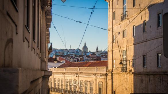 Lizbona pogoda wrzesień we wrześniu wrzesien temperatury deszcze opady opis pogody przewodnik po Lizbonie Portugalii pilot wycieczki zwiedzanie klimat godziny słoneczne temperatura wody