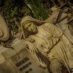 Niezwykłe miasto umarłych tuż obok słynnego tramwaju 28 [Zdjęcia + Info]