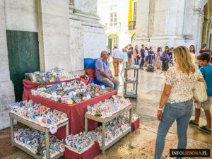 Lizbona targ targi jarmark jarmarki rękodzieła rękodzieła handmade feira pamiatki souvenirs Lisboa Portugal Lisbona (7 z 23)