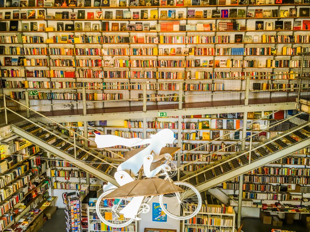 LX Factory w Lizbonie przewodnik opis zdjęcia street art Lisbona Lisboa Lisboa Inna Lizbona nieturystyczna LXF LXFactory