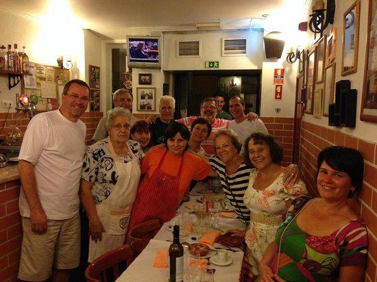 Lizbona Polecane restauracje lokalne tanie i smaczne lokalne jedzenie gdzie jeść w lizbonie lisbonie polecana restauracja kuchnia domowe polski przewodnik po Lizbonie