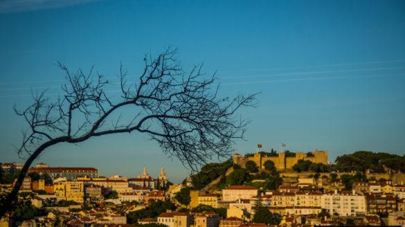 Lizbona pogoda kwiecień w kwietniu kwiecien temperatury deszcze opady opis pogody przewodnik po Lizbonie Portugalii pilot wycieczki zwiedzanie klimat godziny słoneczne temperatura wody