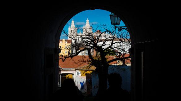 Lizbona pogoda luty w lutym temperatury deszcze opady opis pogody przewodnik po Lizbonie Portugalii pilot wycieczki zwiedzanie klimat godziny słoneczne temperatura wody