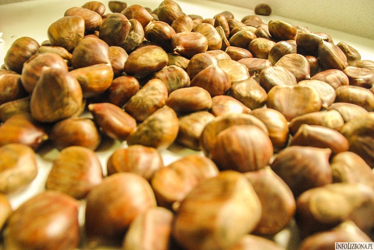 Kasztany jadalne pieczone gotowane Portugalia Lizbona Lisbona przepisy smak foto opis