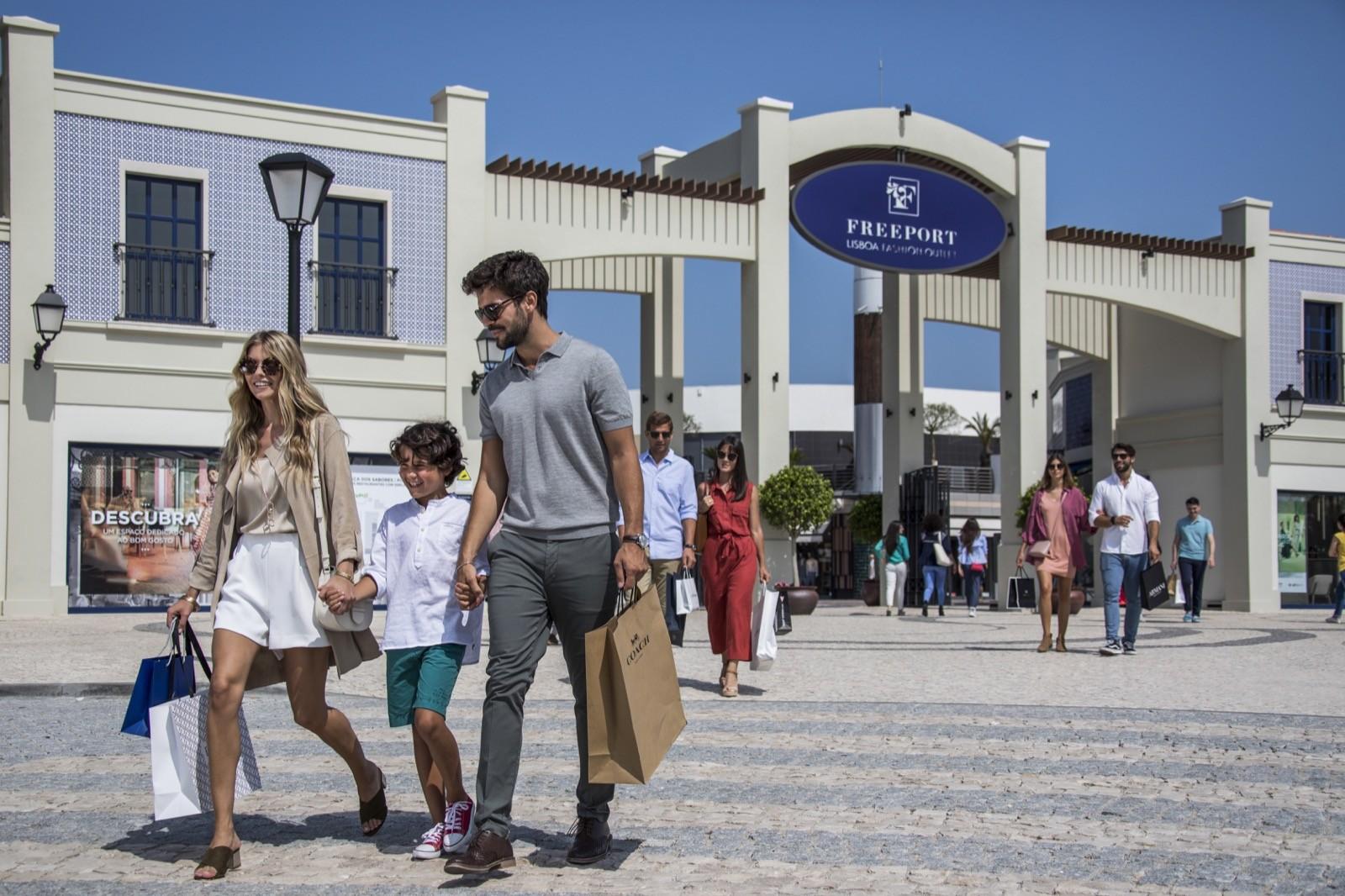 Lizbona Zakupy w Lizbonie Najlepsze Sklepy Adresy Centrum Handlowe Sklep z pamiątkami winem butami Shopping Portugalia Lisboa Lisbon Polecane Gdzie na zakupy Przewodnik
