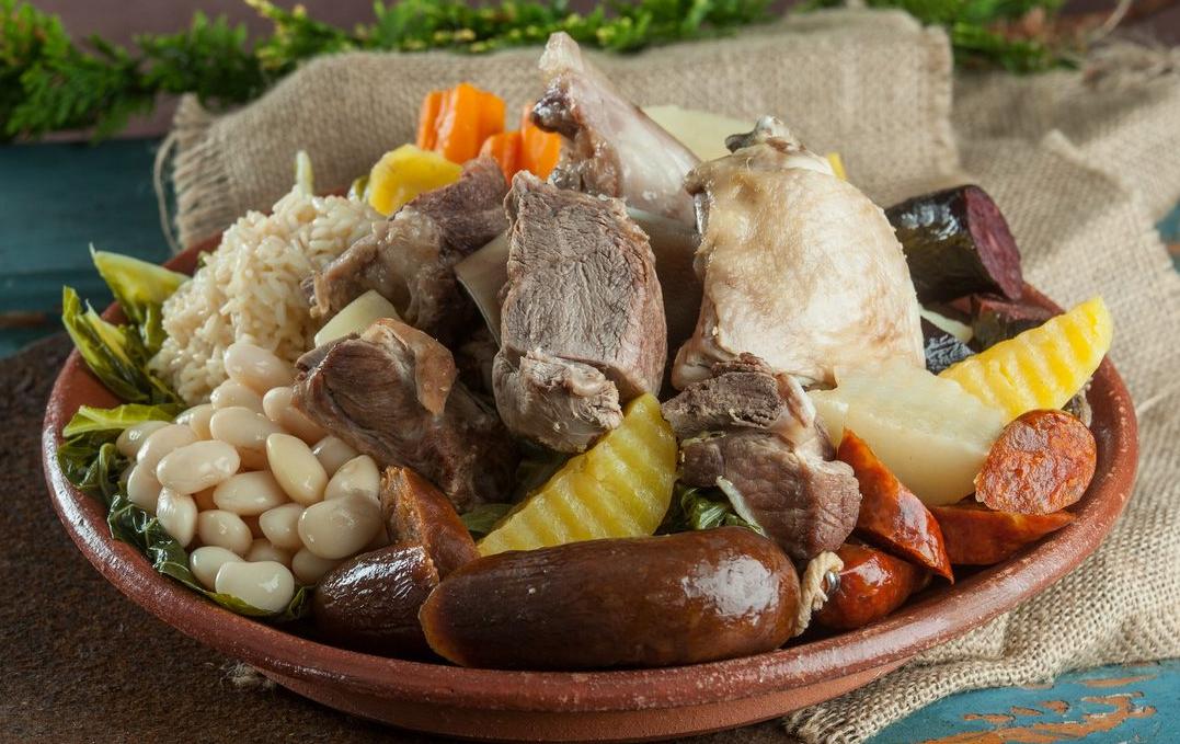 Smaki Portugalii Portugali Top 10 Typowe Dania i Potrawy Portugalskie Czego Spróbować w Lizbonie Porto Algarve Charakterystyczne Jedzenie Kuchnia Portugalska Kulinarny Polski Przewodnik Polecane