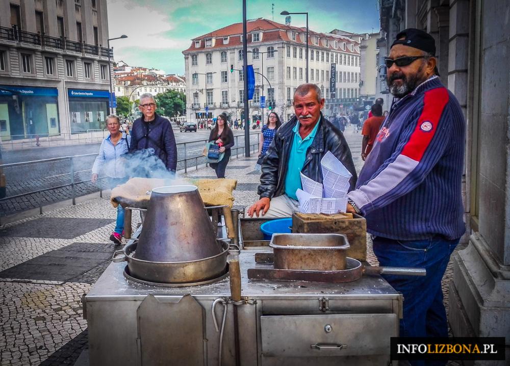 Lizbona Lisbona Zima 2015 Pieczone Kasztany na ulicach Lizbony Fotografie