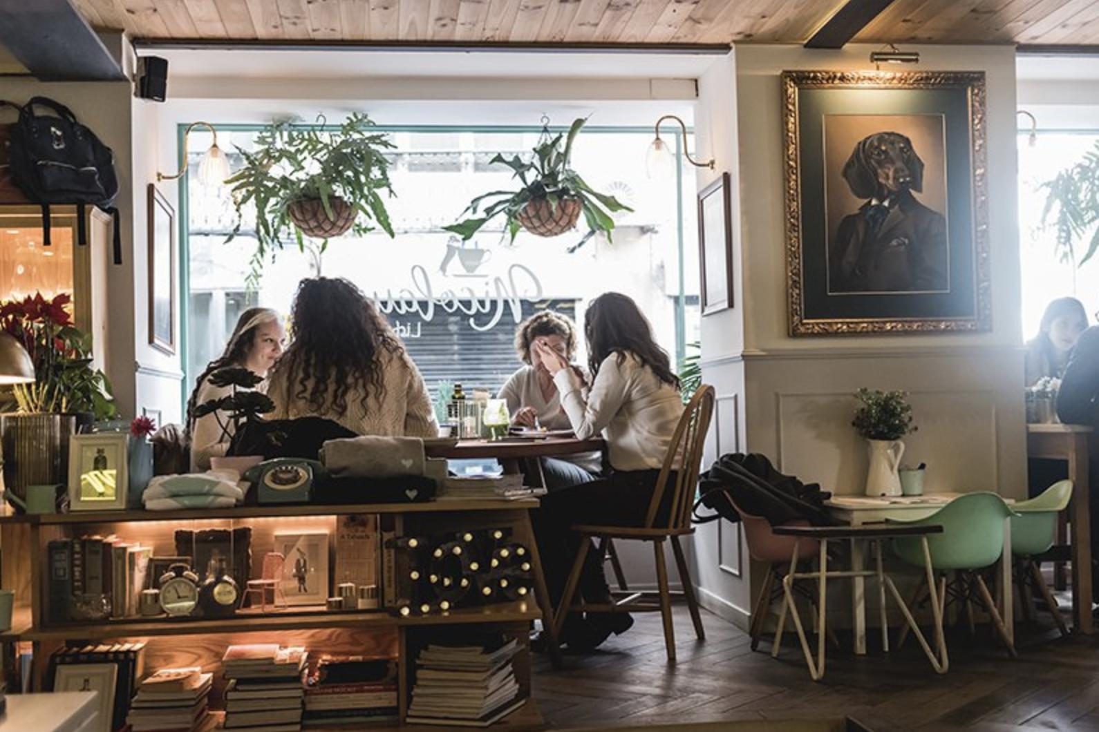 Jakie są najlepsze najpiękniejsze kawiarnie w Lizbonie Lizbona Kawiarnie Przytulne Miejsce Cafe Pastelarie Kawiarenki Najładniejsze Polecane TOP Przewodnik po Lizbonie i Portugalii