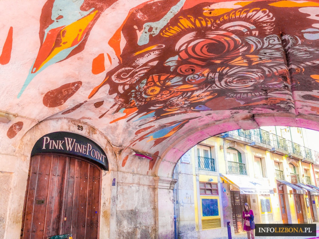 Lizbona Pink Street Różowa Ulica Lisbon Lisboa Przewodnik po Lizbonie i Portugalii Rua Nova do Carvalho Zdjęcia Lokalizacja