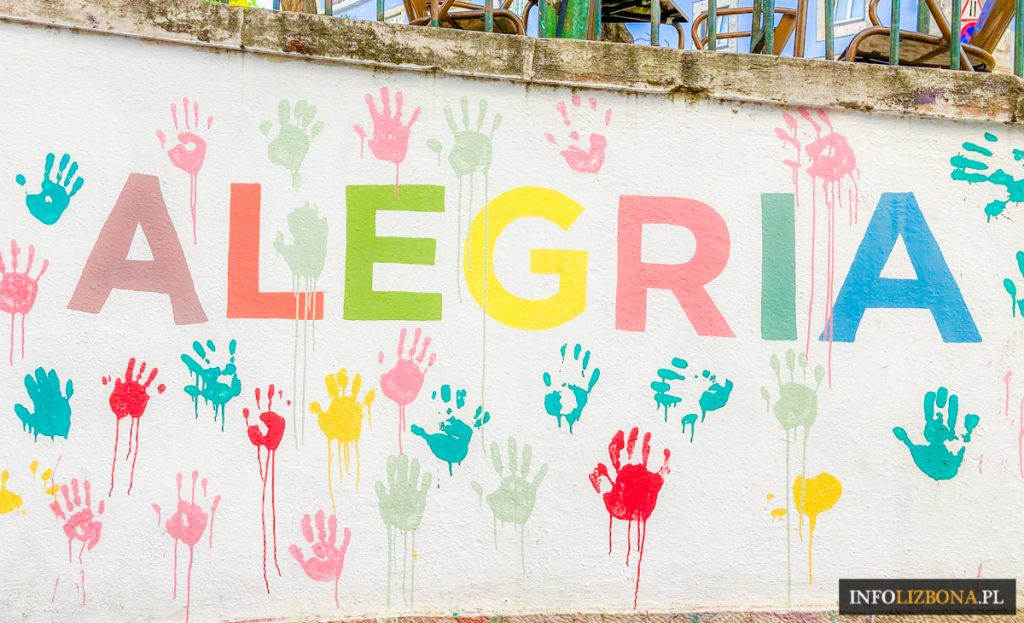 Lizbona Najbardziej Kolorowa Ulica Schody Piękne Uliczki Polski Przewodnik po Lizbonie Zwiedzanie Portugalia Lisbona Alfama Alfamie Co Warto Zobaczyć Zwiedzić Rua do Salvador i Beco dos Loios