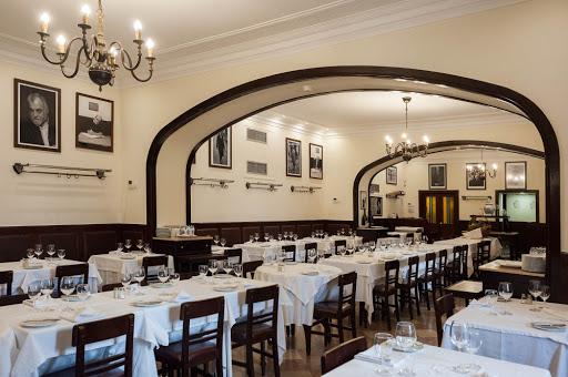 Lizbona Najstarsza Kawiarnia Restauracja w Lizbonie Cafe Martinho da Arcada gdzie jest jaka Polski Przewodnik po Portugalii Dobra Kawa Ceny Lokalizacja Info Zwiedzanie